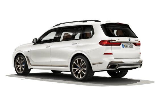 P90351131_highRes_the-new-bmw-x7-m50i-