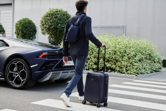Image 2 – Automobili Lamborghini Leather Goods and Travel Collection – Crossbody bag with USB plug and Hard shell 4-wheel trolley