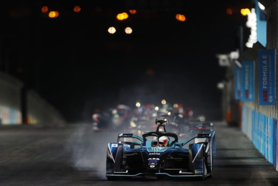 Oliver Turvey (GBR) NIO 333, NIO 333 001, locks-up a wheel